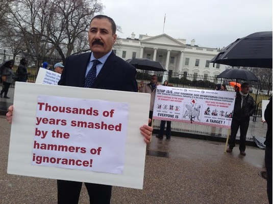 Jabbar Jaafar holds a poster in front of the White House. (Photo Credit: Marie-Helene Carleton, Four Corners Media, 2015)